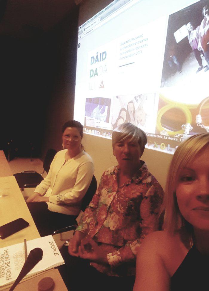 Maret Anne Sara og Anja Saiva Bongo Bjørnstad i presenterer Dáiddadállu